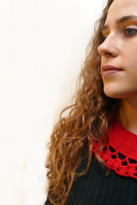 Crochet Peter Pan Collar in Red Wool with Silver Button - Womens Lacy Crochet Collar - LITTLE NINETTE